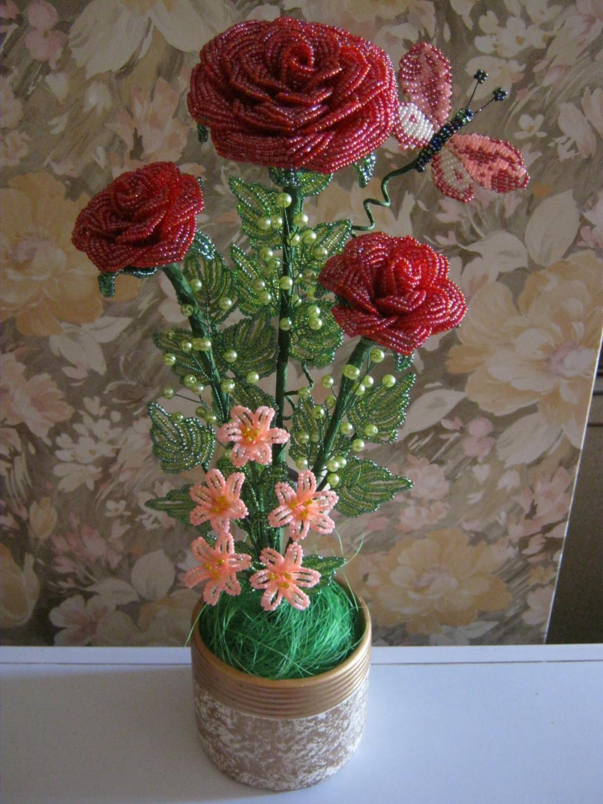 композиция роз из бисера фото разделяют