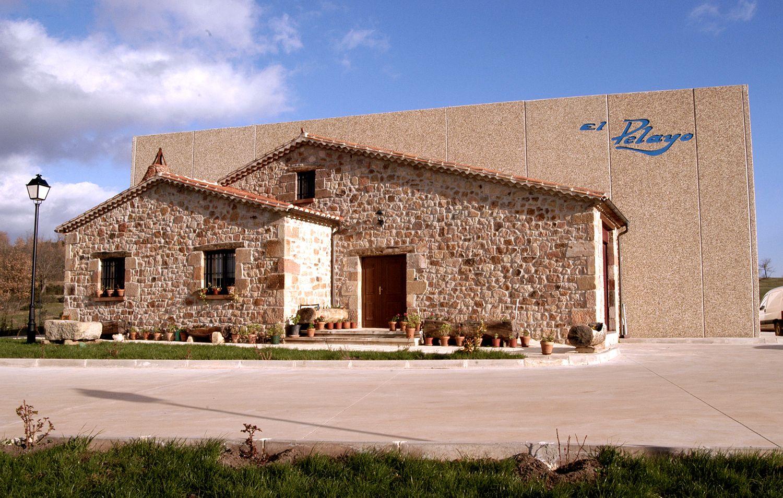 Fábrica de embutidos Jamones El Pelayo, Polígono Industrial Salas de los Infantes