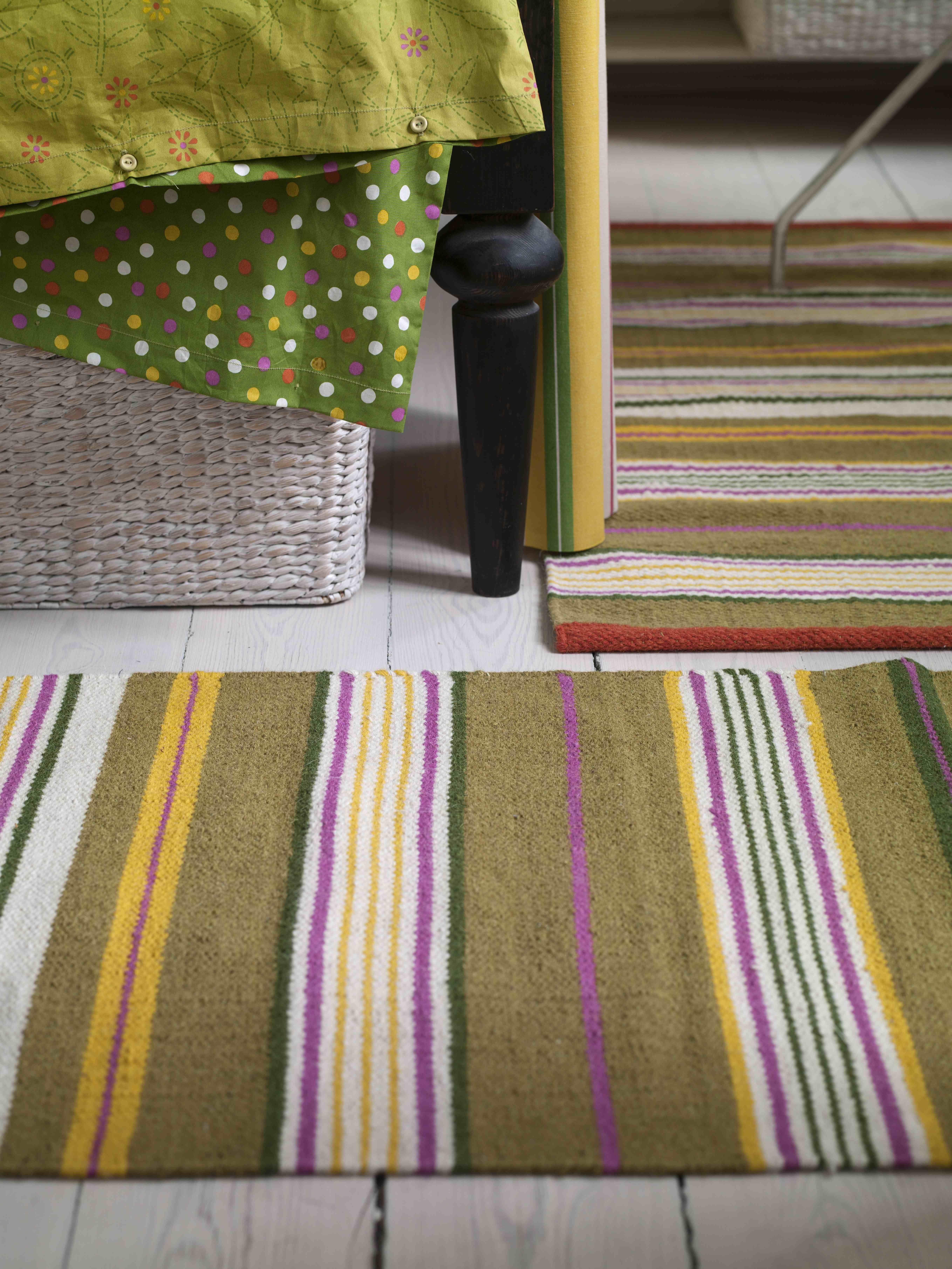 herbst winter 2013 die farbe gr n steht f r harmonie gestreifte teppiche gepunktete kissen. Black Bedroom Furniture Sets. Home Design Ideas