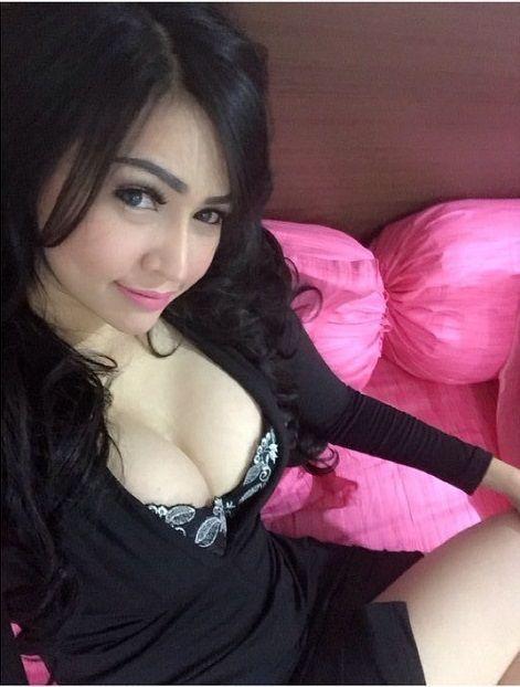 Koleksi Foto Selfie Miss Noni Jovana Model Cantik Montok Toge
