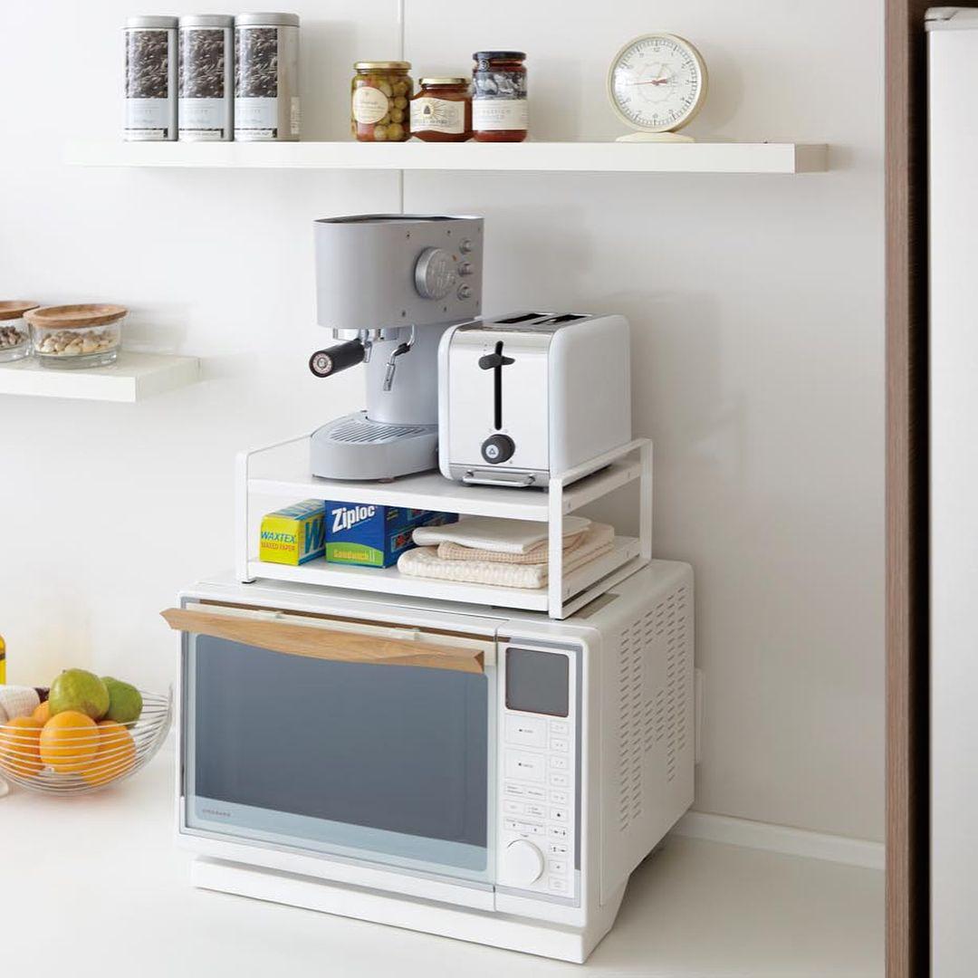 キッチン インテリア 雑貨 ランドリー 収納のメーカーさんはinstagramを利用しています シンプルで使いやすい電子レンジ上の収納ラック レンジ上ラック タワー のご紹介です デッドスペースにな Hranenie Produktov V Malenkoj Kuhne Kuhnya Nebolshie Kuhni