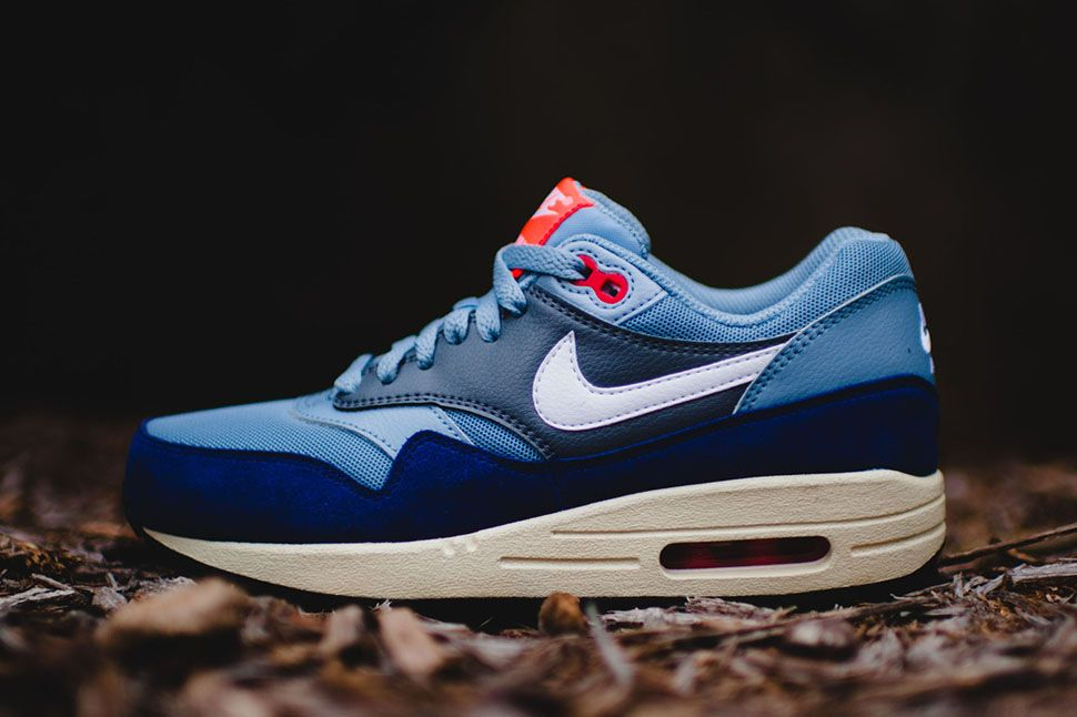 nike wmns air max 1 essential