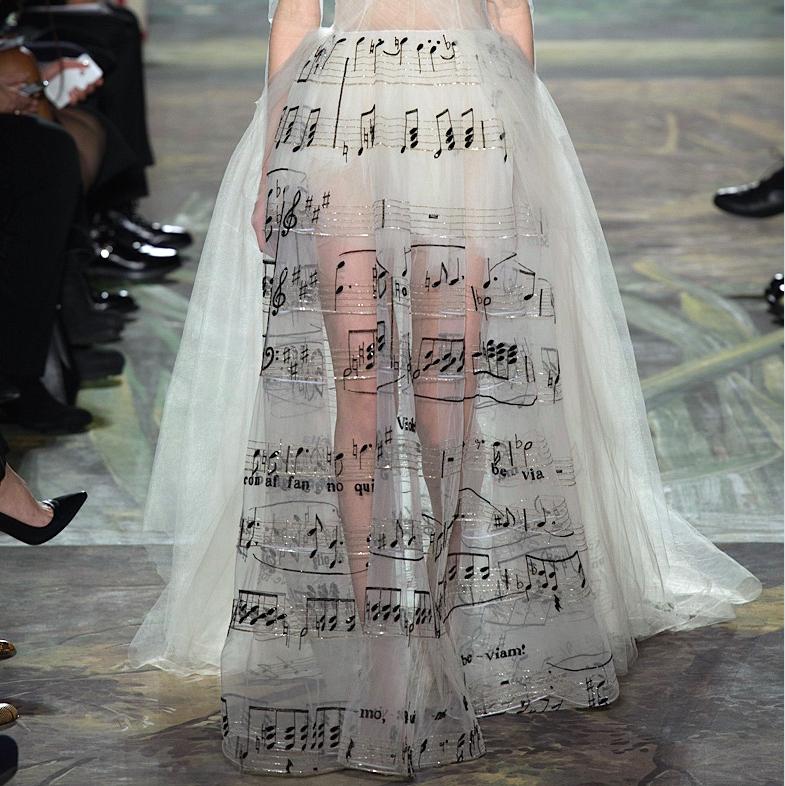 Ascending Fashion : Photo