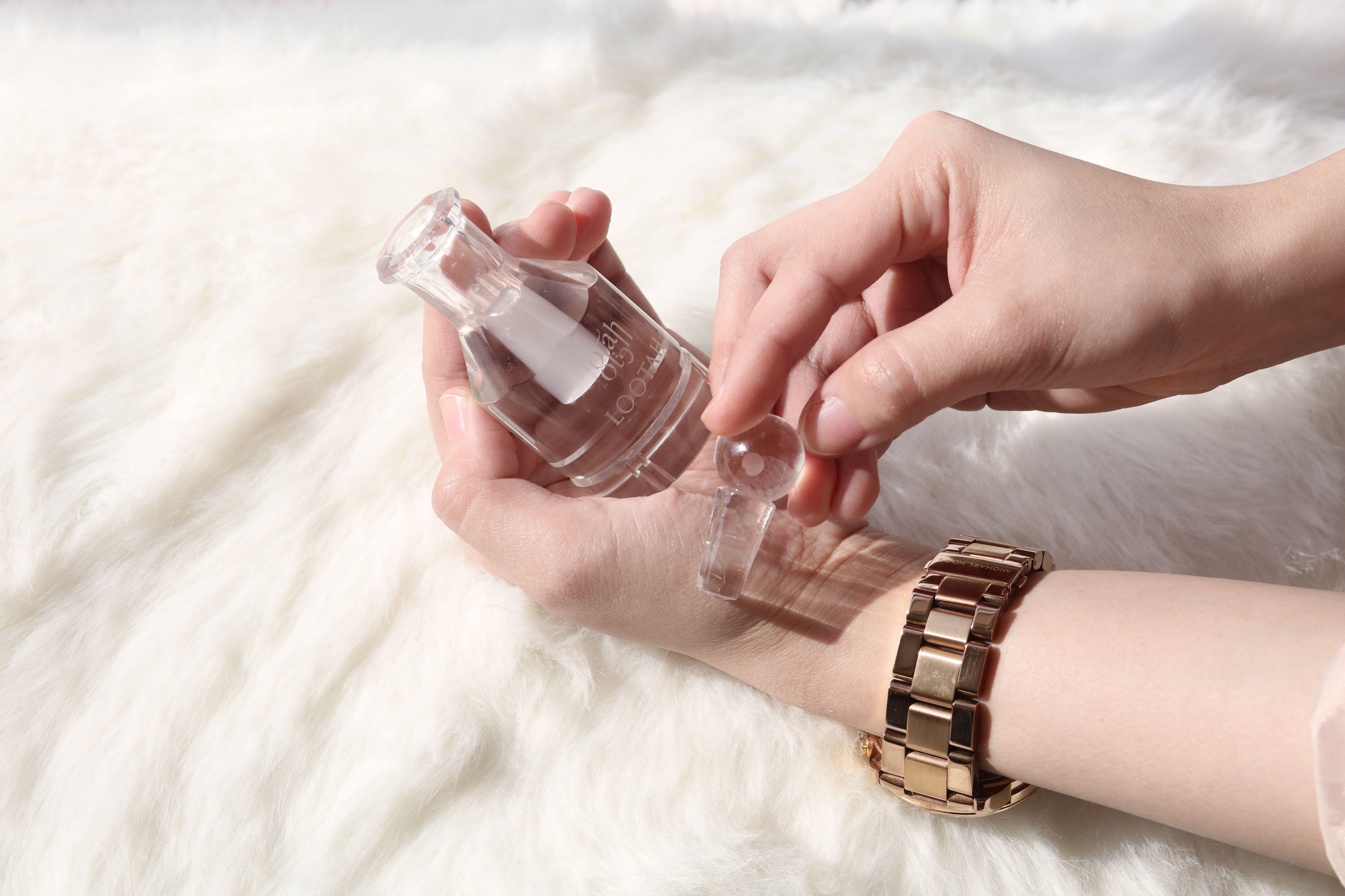 بالإضافة إلى رائحته المنعشة و عبقه الطيب يساعد المسك الأبيض على علاج الزكام كما أن ه ي ستخدم في صناعة العديد من الم نتجات التجميلي Bangles Jewelry Bracelets