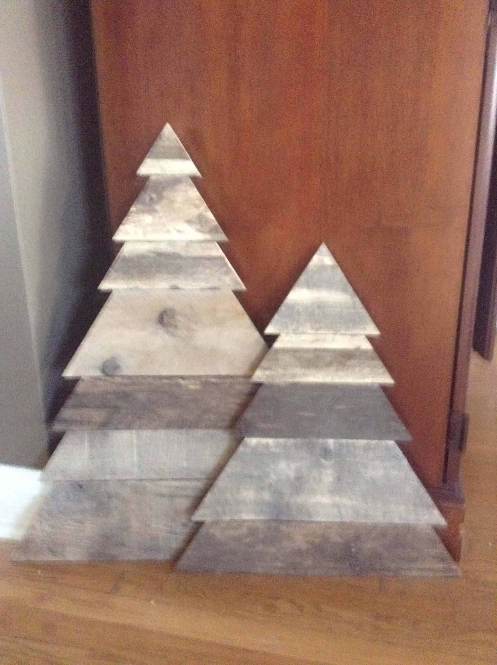 Layered Triangle Pallet Christmas Tree Pair 1001 Pallets In 2020 Pallet Christmas Tree Pallet Wood Christmas Pallet Christmas