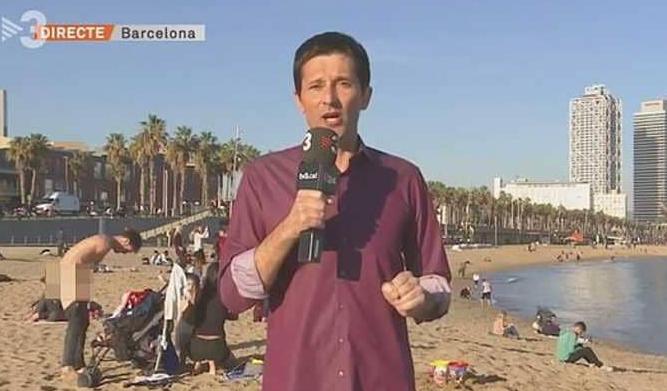 رجل عاري يظهر على شاشة قناة خلال البث المباشر Rayban Wayfarer Mens Sunglasses Sunglasses