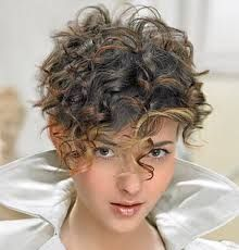 Risultati immagini per tagli capelli corti ricci 2016