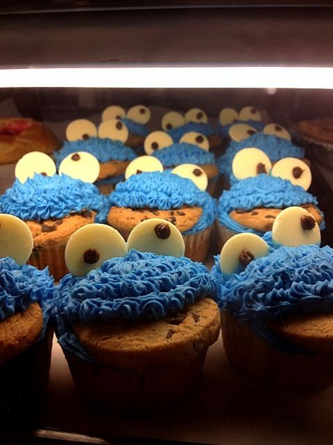 This is my first attempt at these so please understand that lol - 6件のもぐもぐ - Cookie monster cupcakes by Melinda Miller
