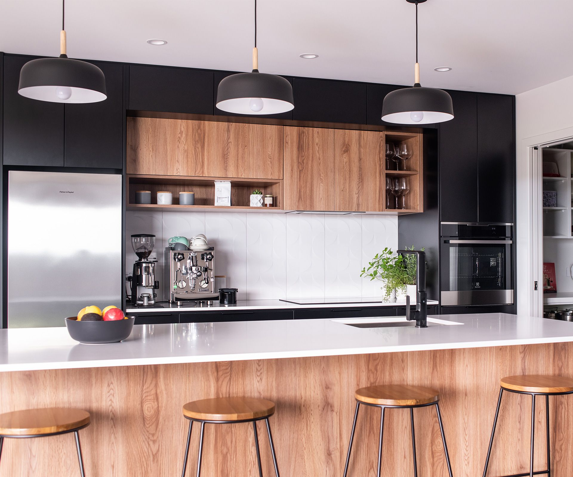 This Black And White Kitchen Was Designed For Entertaining In Style Timber Design Modern