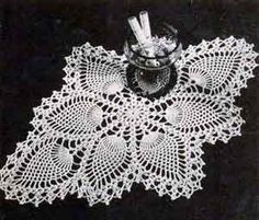 Pineapple Doily Number 7714    This free pattern originally published by Clark's…