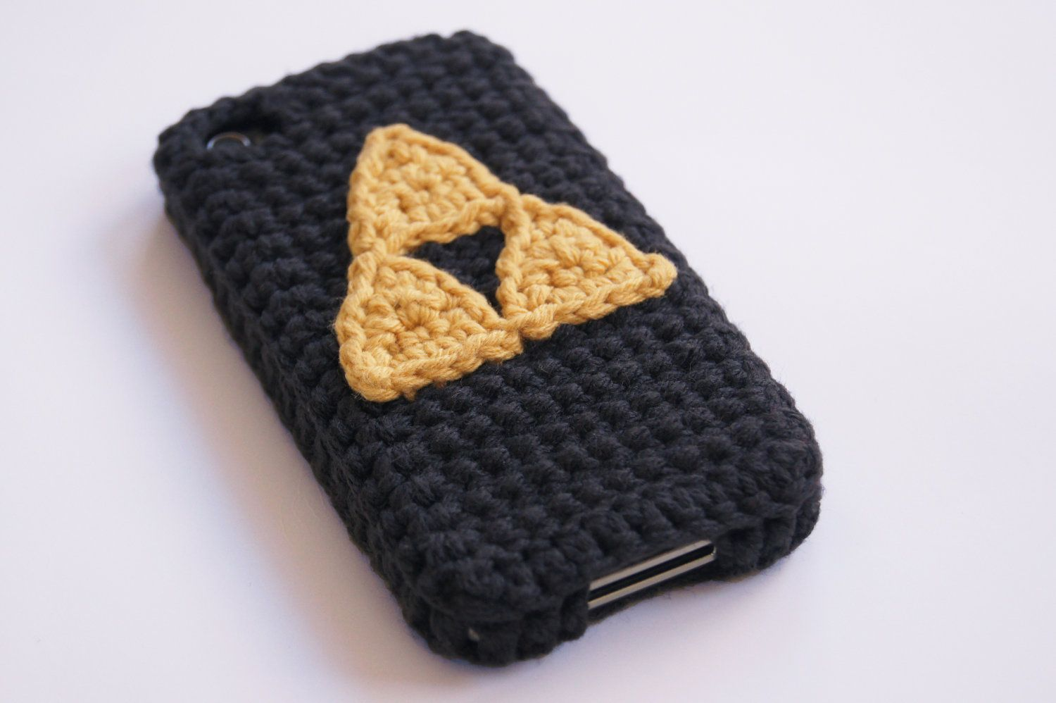 Crocheted iPhone 4 and 5 Triforce Case (Choose your color). $24.99, via Etsy.