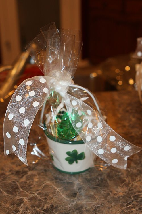 Very cute idea for a easy St. Patrick's Day gift.