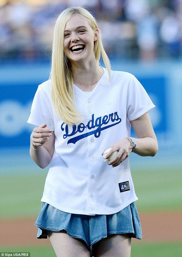Elle Fanning throws first pitch at Dodgers game   Elle ...
