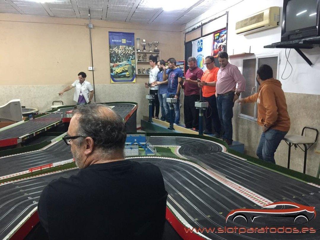 Ayer tarde en los entrenos para la #resistencia en Club Scalextric Jerez #slotcar #competicion