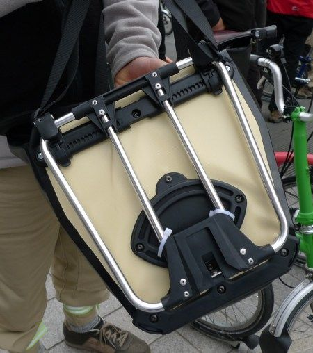 Ortlieb Front Roller Classic Pannier On A Brompton T Bag Frame If You Want An Ortlieb Dry Bag That Fits To The Brompton Velo Cyclotourisme Cyclotourisme Velo