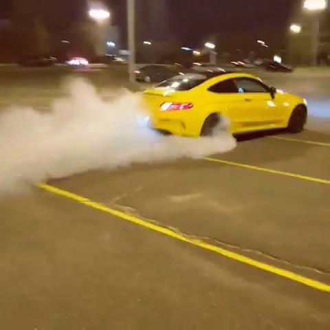 #amg #amgc63s #c63samg #c63s #c63coupe #c63 #exhaust #burnout #drift #cars #sportcars #burnout #revs 🎥 via @guywithcarpage (instagram)