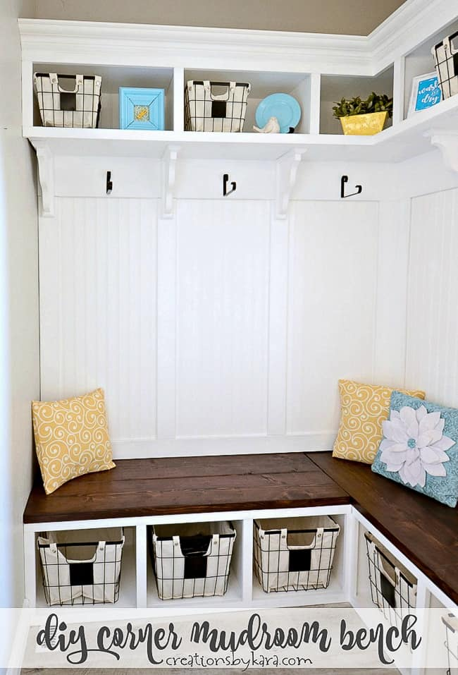 Diy Mudroom Corner Bench With This Step By Step Tutorial You Can Make A Mudroom Corner Bench That Adds Both In 2020 Diy Mudroom Bench Mudroom Bench Mud Room Storage