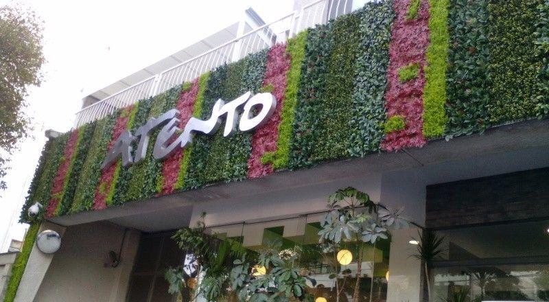 Ambientaci n y decoraci n con plantas artificiales para for Muros y fachadas verdes jardines verticales