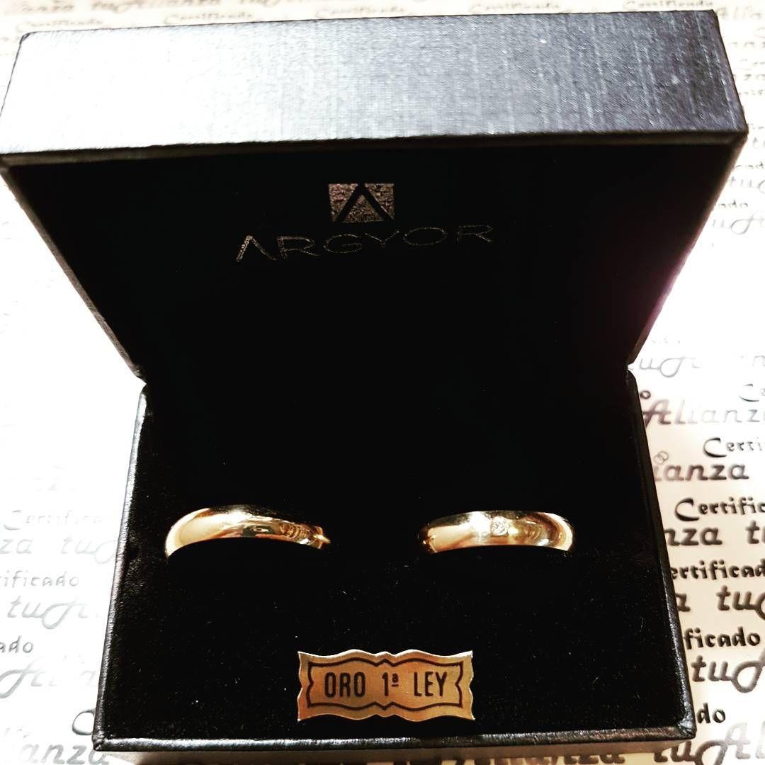 #Alianzas de #boda en oro amarillo clásica en #estuche del fabricante #Argyor ref. #55401001 18K n°20 y 25 con un #diamante talla #brillante de 0,02ct  Mas detalles y precio en http://www.tualianza.es/alianzas-de-boda-argyor/Alianzas-boda-Argyor-oro-18K-ref-55401001  #tualianza #alianzasdeboda #alianza #bodas #grabado #grabados #estuche #alianzadeboda #alianzadeoro #alianzaboda #tualianza.es #tualianza_