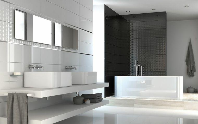 Rivestimenti bagni esempi con piastrelle di ceramica bianche e