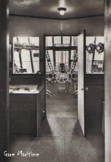 Engine Room Layout: Graf Zeppelin Airship Control Room In The Forward Gondola