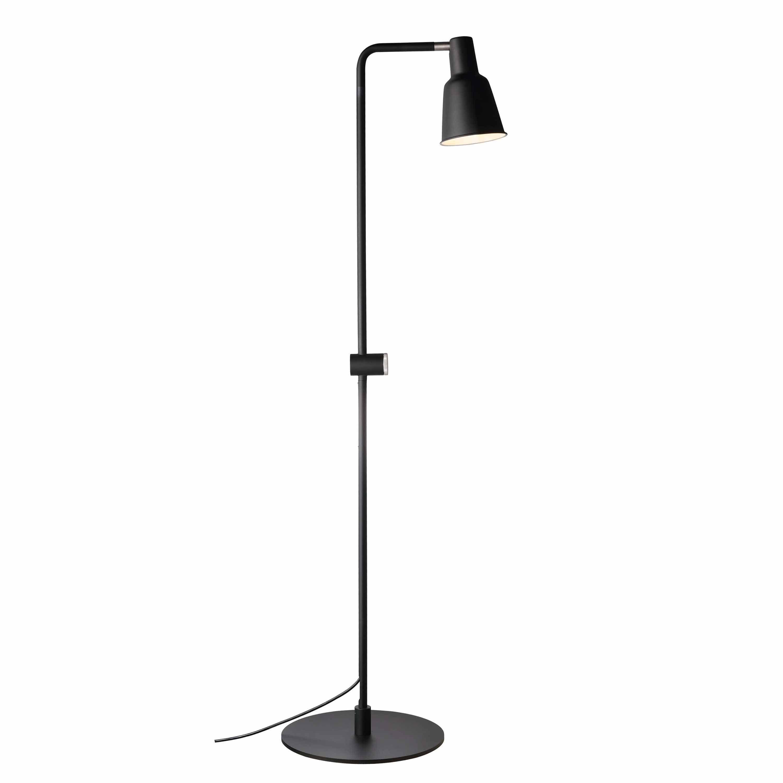 Patton Ist Eine Schwarze Und Minimalistische Stehleuchte Die Garantiert Skandinavische Leichtigkeit In Dei Stehlampe Lampenschirm Stehlampe Stehlampe Schwarz