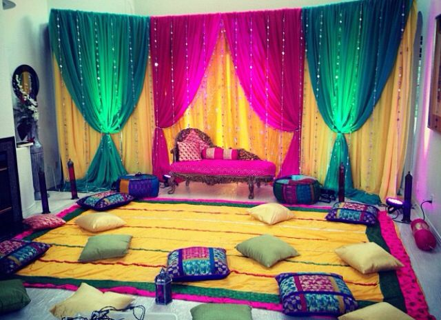 Mehndi Party Saree : Where and how much to spend on mehendi decor props pillows