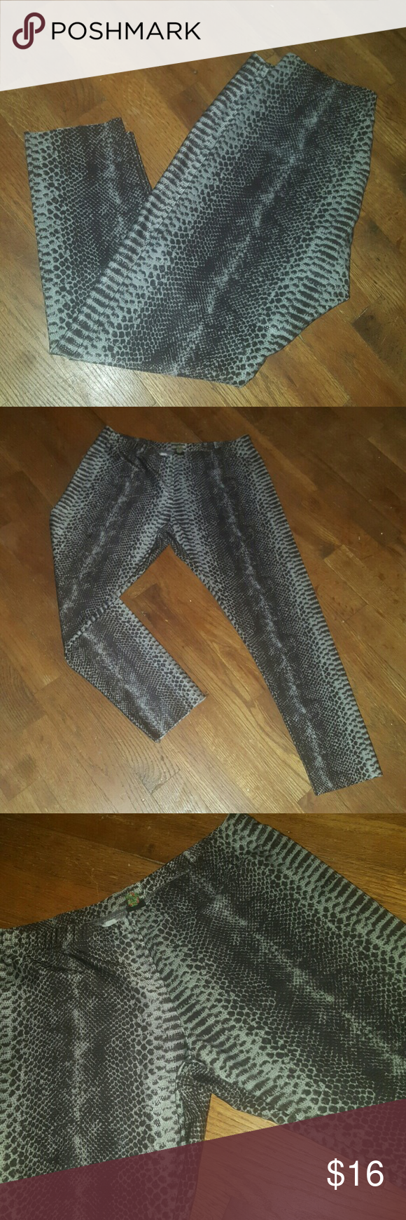 NEW!!!! Animal Skin Leggings Capri length snake skin leggings Sz M Pants Leggings