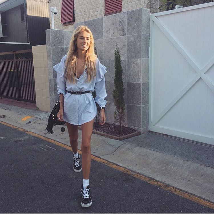 "1,151 Me gusta, 2 comentarios - VERGEGIRL↠ Daniella & Natalia (@vergegirl) en Instagram: ""Our fav gal @emmgurr wearing our ❉ HELLO DARLIN' FRILL DRESS ❉ Get this look here -…"""