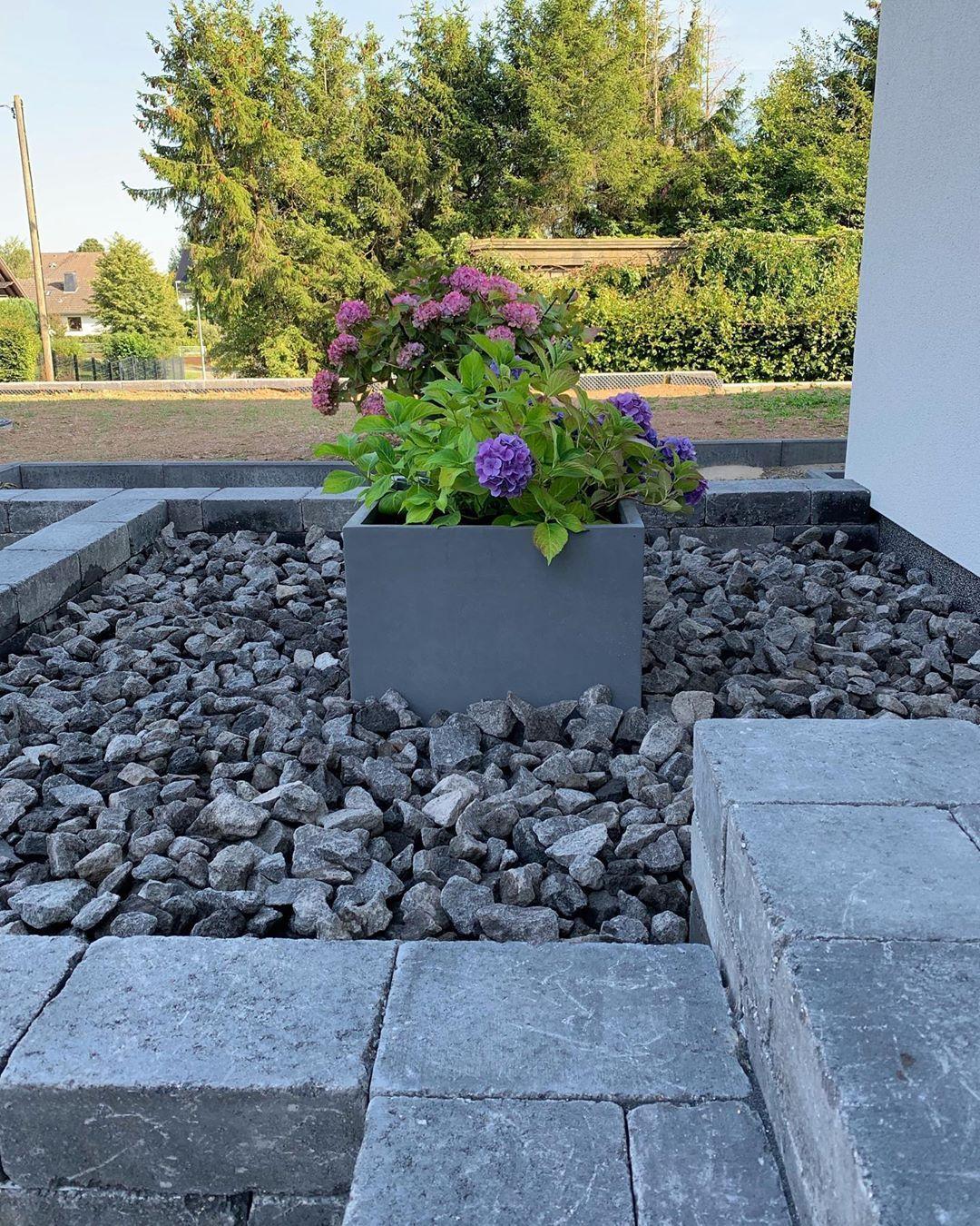 Pin Von Garten Dekoration Auf Haus Steinbeet Vorgarten Ideen Vorgarten