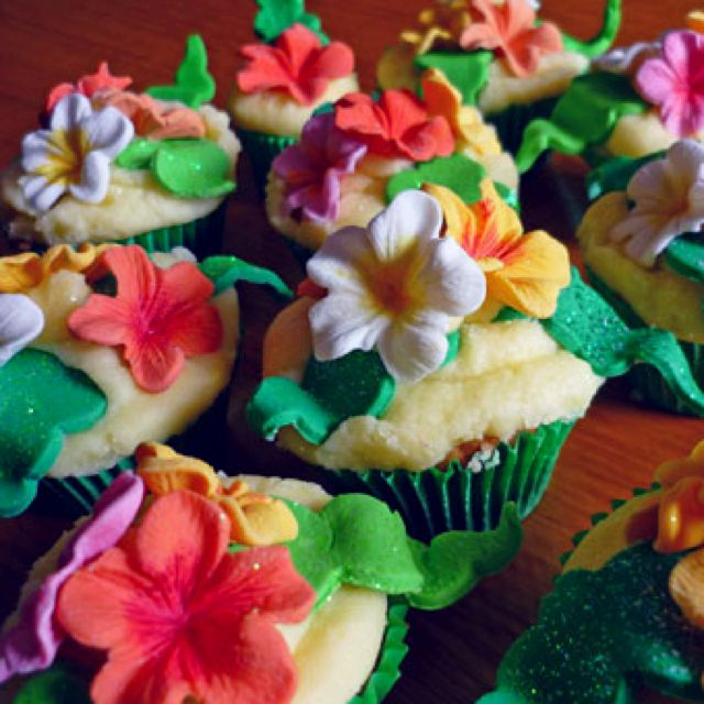 Tropical Flower Cupcake Idea I Ve Realized I Will Have To Make