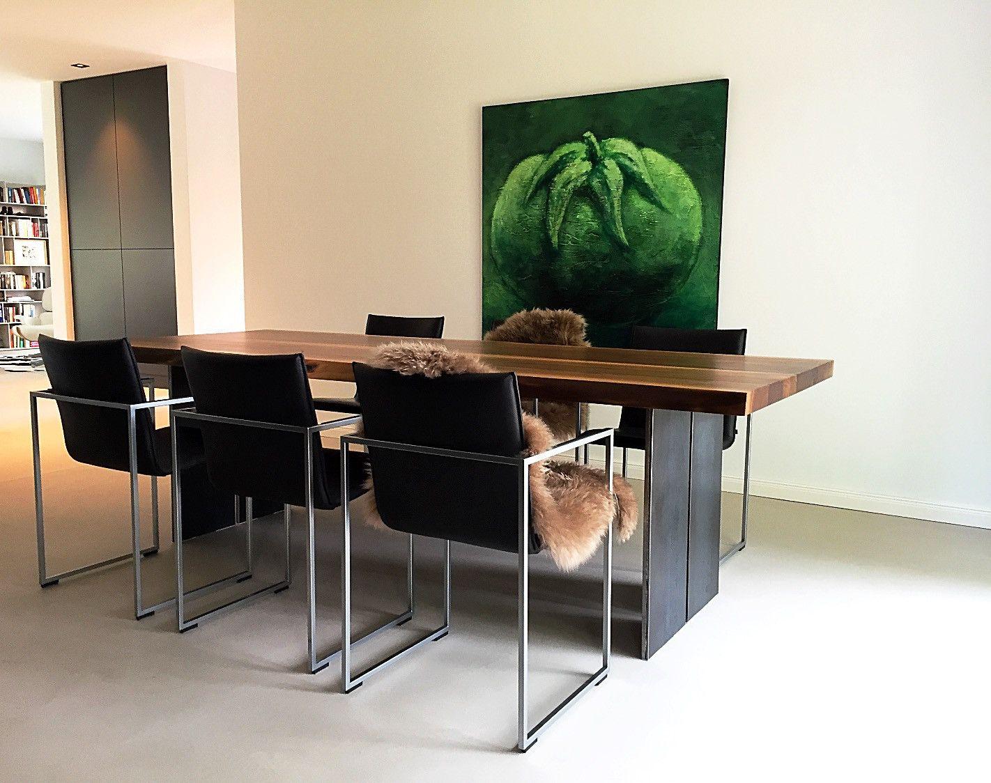Esstisch aus Nussbaumholz Tischgestell als Stahlwange