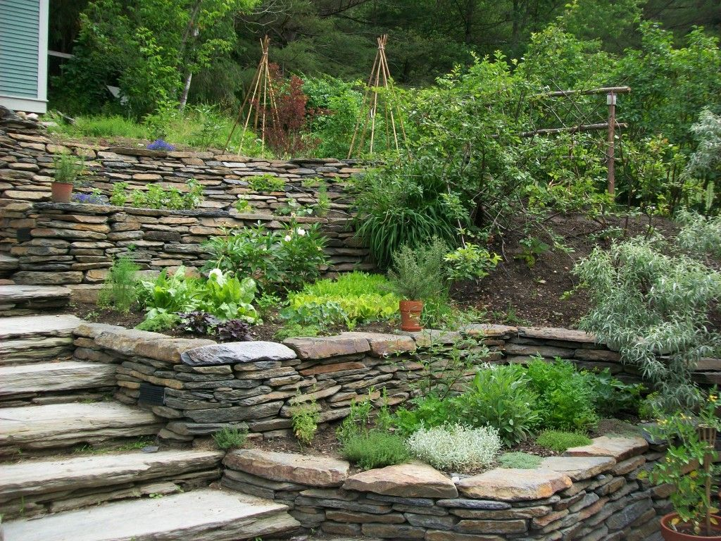 Tiered stone retaining wall with landscape beds. | Rock ...