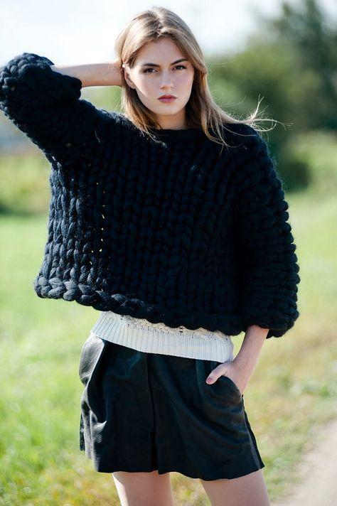 Chunky knit. Grosso maglione. Maglione maglia oversize.
