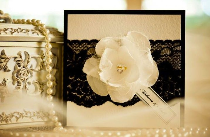 Elegant Wedding Invitations With Black Lace Applique And Floral Simple Stil Des Invitation De Mariage