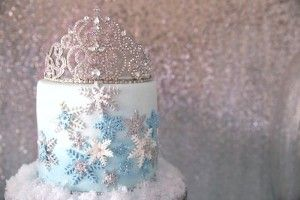 Frozen Wonderland Birthday Party via Kara's Party Ideas KarasPartyIdeas.com Tutorials, recipes, supplies, cake, favors, and more! #frozen #frozenparty #winterwonderland #frozenwonderland #frozenpartydecor #psrtyplanning (26)