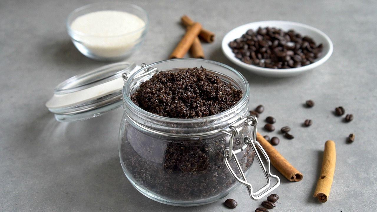 This homemade antioxidant coffee body scrub exfoliates the