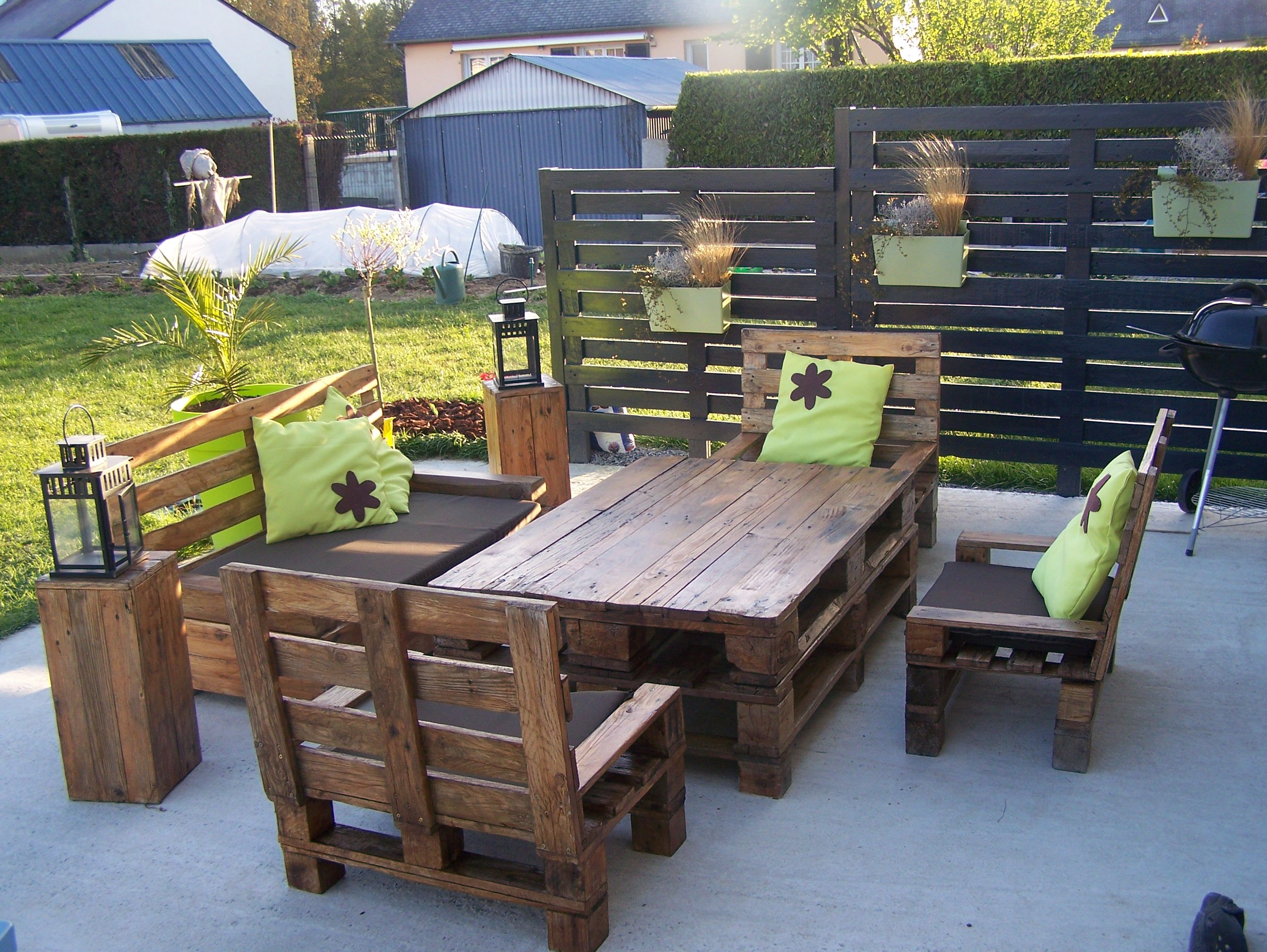 Mon salon de jardin et mon claustras en palettes... | Our ...