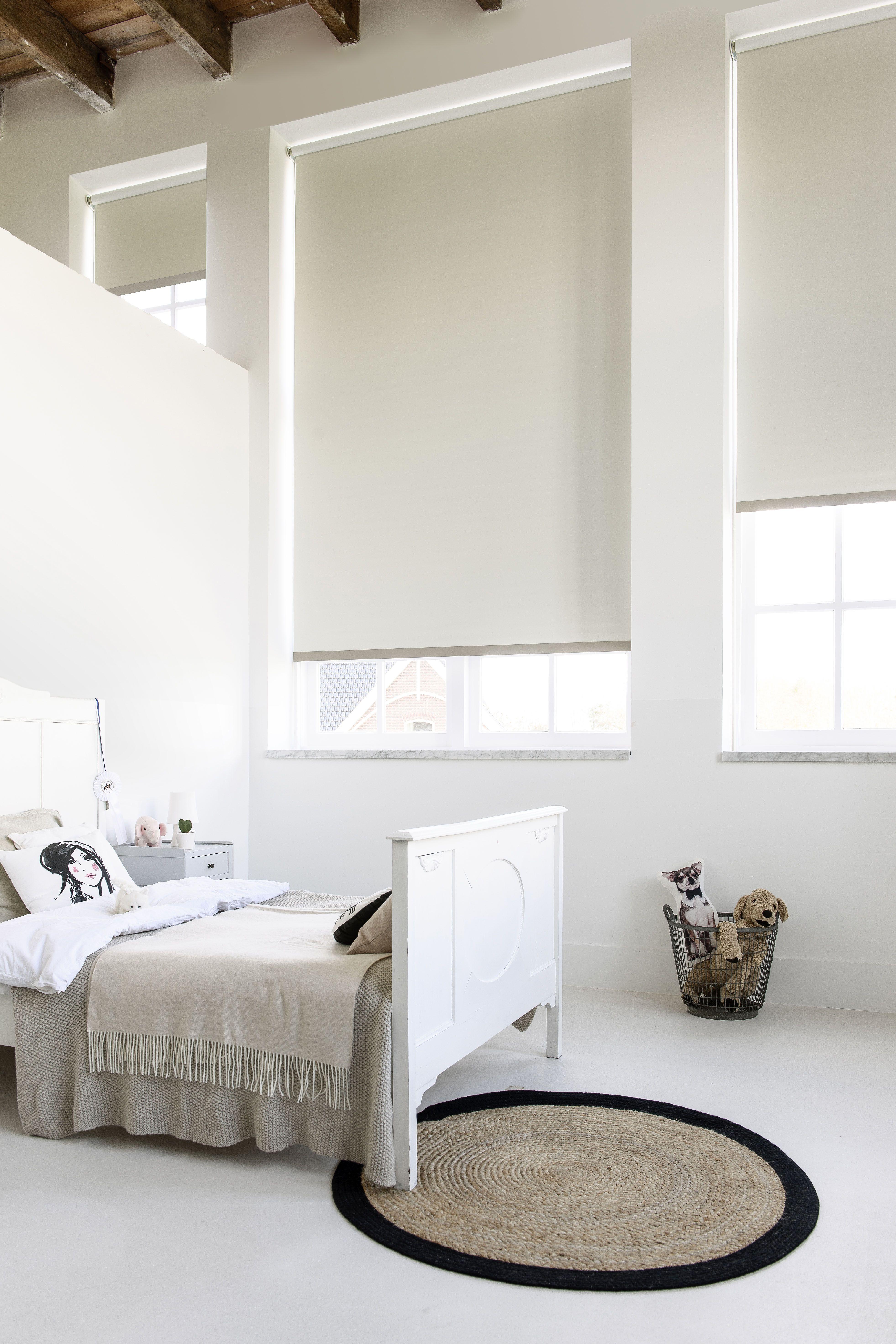 Ook voor grote ramen zijn mogelijkheden #grootraam #rolgordijn #wit ...