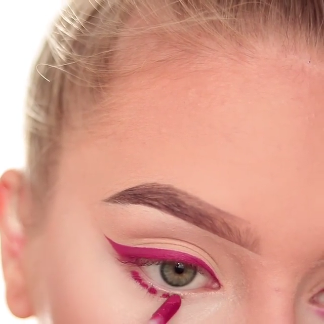Photo of Using liquid lipstick as an eyeliner & eyeshadow 👀 would you try this hack? ✨💞