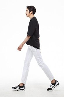 Today's Hot Pick :Essential Skinny White Jeans http://fashionstylep.com/SFSELFAA0012995/tlrkeen/out Essential skinny white jeans. These mid rise jeans feature five pocket styling, zipped fly with top button closure, and tapered regular fit legs. Looks great when paired with a dark blue polo shirt plus brown loafers.