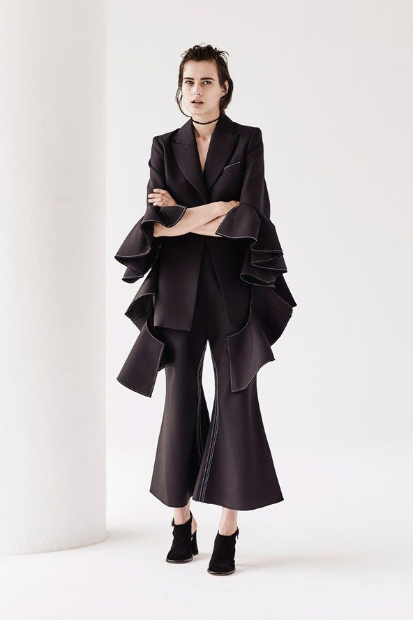 See the Ellery pre-spring/summer 2016 collection. Click through for full gallery