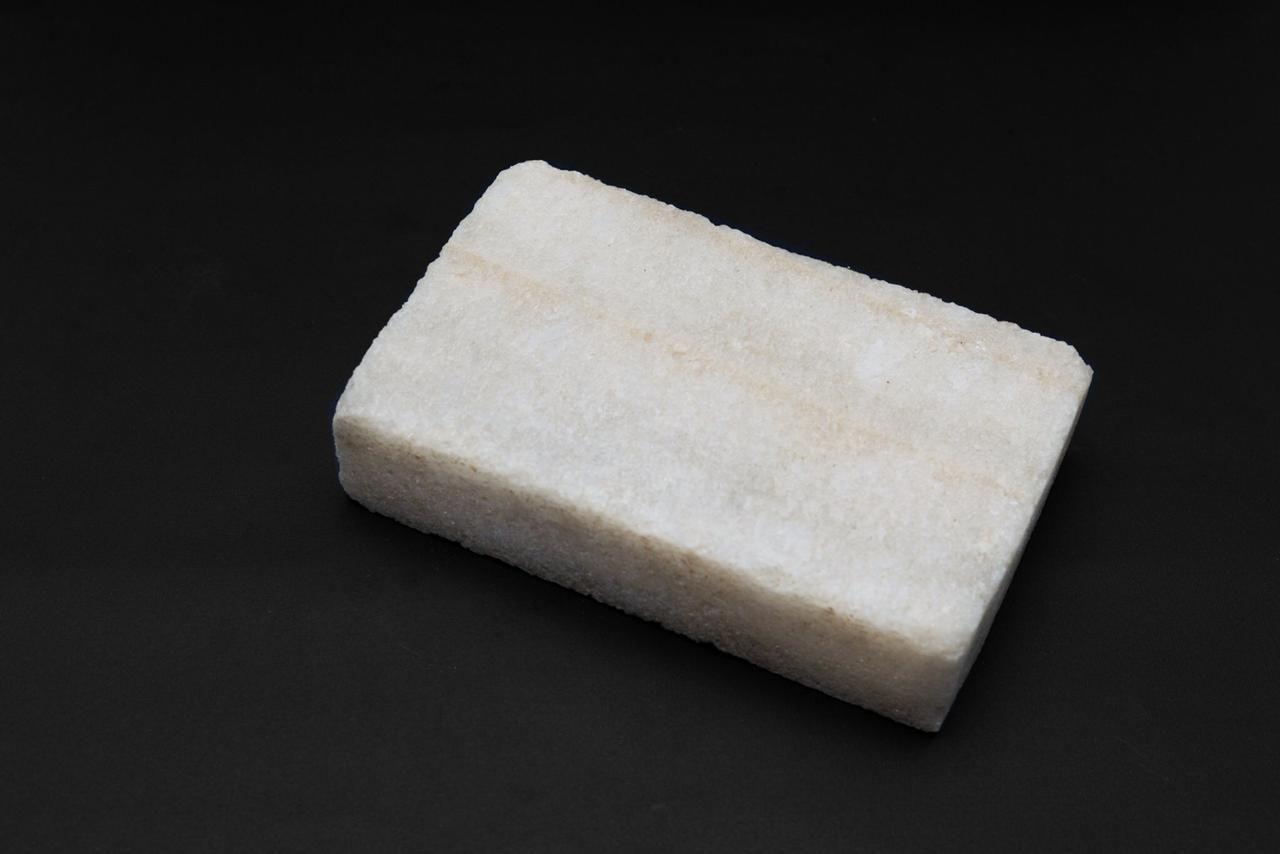 أحجار الملح الصخري مصمم يدويا يعزل موجات الموبايل الضارة يمتص الأشعة الضارة المنبعثة من الموبايل يوضع عليه الموبايل بجوار السرير فيجعل وجود ال Dish Soap Dishes