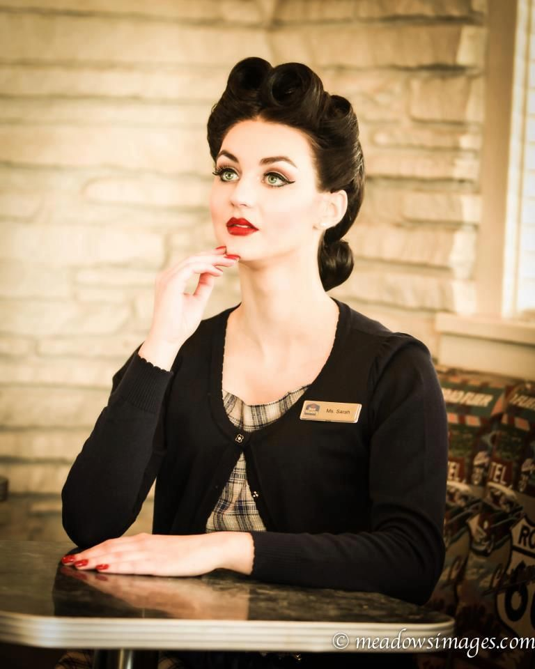 Vintage Make-Up (winged eyeliner and red lips) & Hairstyles
