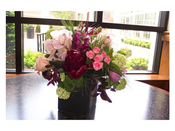 Arreglo de flores con base de madera centro de mesa para - Arreglos de flores para bodas ...