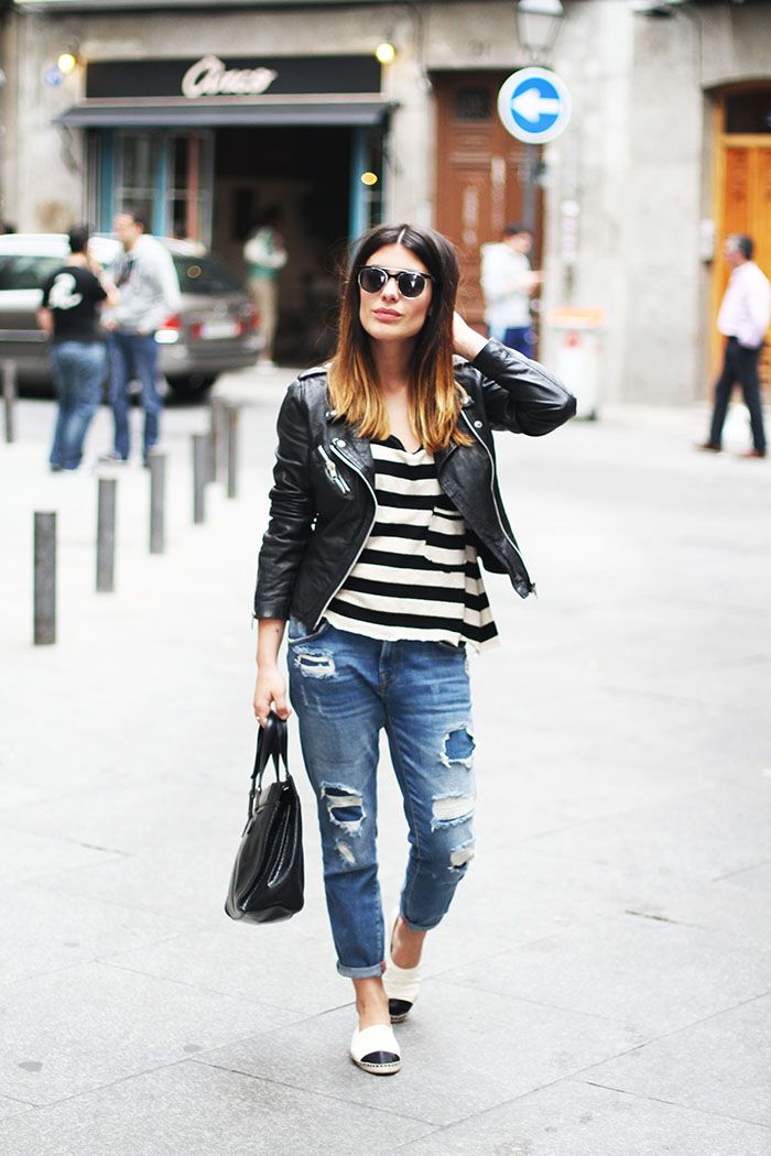 Jacket and jeans: Zara / Shirt: Customized / Sunglasses: & other stories / Bag: Dimoni / Shoes: Chanel