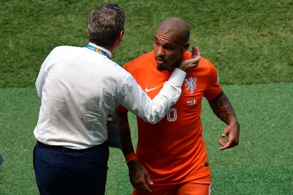 Netherlands' midfielder Nigel de Jong (R) leaves the pitch during a Round of 16 football match between Netherlands and Mexico at Castelao Stadium in Fortaleza during the 2014 FIFA World Cup on June 29, 2014.