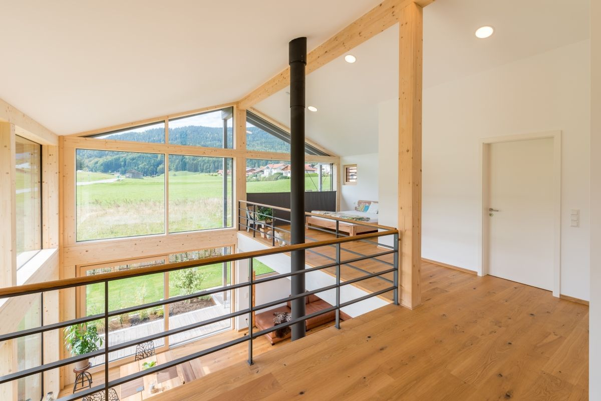 Holzhaus Modern Innen Mit Großer Galerie Satteldach Architektur