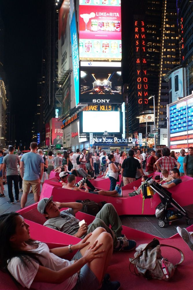 J Mayer H Fills Times Square With X Shaped Lounge Chairs Times Square Outdoor Loungers Public Space