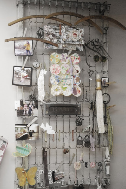 Repurposed crib spring to wall display from Jill Ruth & Co
